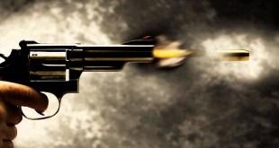 أم يمنية تمطر صدر ابنها بالرصاص