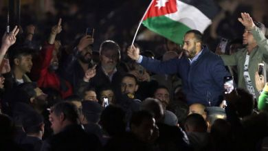 Photo of الأردنيون يعودون إلى الاحتجاج ويطالبون بإسقاط الحكومة
