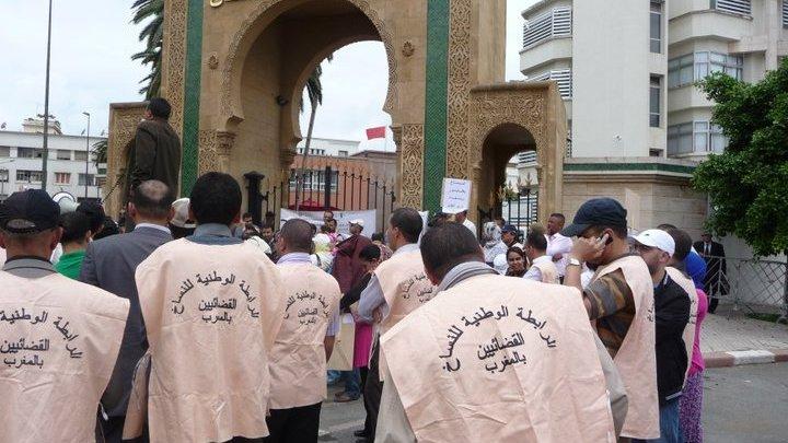 Photo of النساخ القضائيون يواصلون احتجاجاتهم لتسوية أوضاعهم الاجتماعية ويستنكرون صمت وزارة العدل