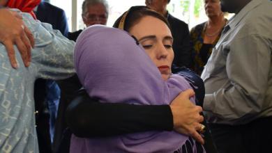 Photo of بتضامنها مع المسلمين، رئيسة وزراء نيوزيلندا تنال إعجاب العالم