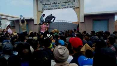 """Photo of غضب وتدافع وغياب التنظيم.. المئات من الشباب بولاد تايمة يتوافدون على """"عرض عمل بجزيرة كورسيكا"""""""
