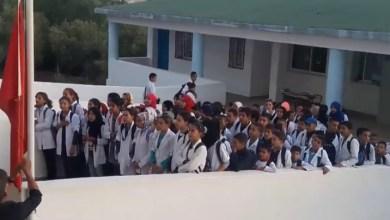 """Photo of أستاذ وتلميذ يواجهان """"العقاب"""" بسبب النشيد الوطني ورواد الفايسبوك يشجبون"""