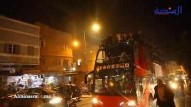 Photo of فيديو حافلة مكشوفة للاتحاد البيضاوي تجوب شوارع الحي المحمدي احتفالا بلقب كأس العرش