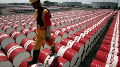 Photo of تراجع أسعار النفط عالميا ومخاوف تعطل إمدادات الشرق الأوسط عقب مقتل الجنرال الإيراني