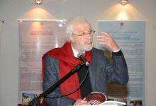 Photo of محمد بنيس ينسحب من عضوية هيئة جائزة الشيخ زايد للكتاب بسبب التطبيع