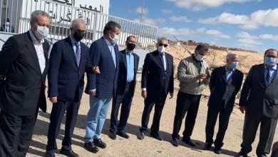 Photo of رئيس الحكومة يزور رفقة رؤساء الأحزاب معبر الكركرات