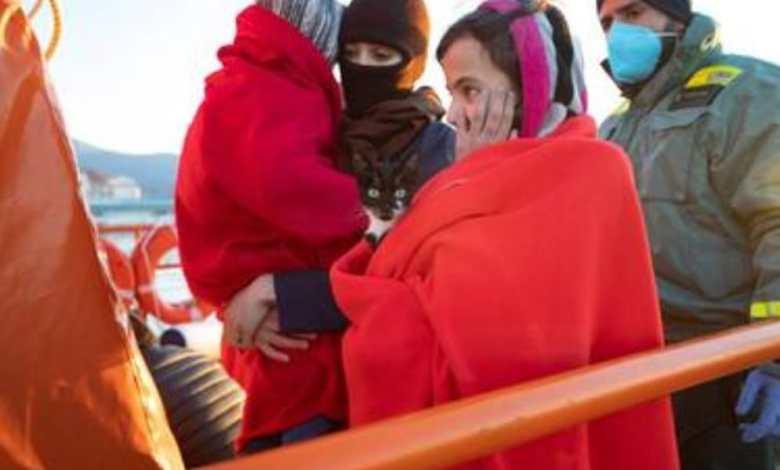 Photo of معتقلون سابقون على خلفية حراك الريف ونساء وأطفال يصلون إلى إسبانيا عبر قوارب الموت