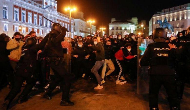 الشوارع تنتفض ضد اعتقال الحكومة الإسبانية لمغني راب معارض - (Reuters)