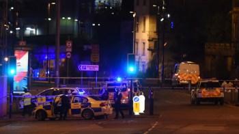 """مقتل 19 شخصا وإصابة 60 آخرين بتفجير """"مانشستر أرينا"""" (فيديو+صور)"""