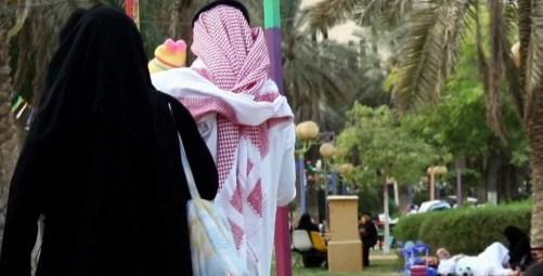 شاب يتهم مواطنا بالاختلاء المحرم بوالدته.. وأمام المحكمة «الأم» تكشف زوجها منه سرا