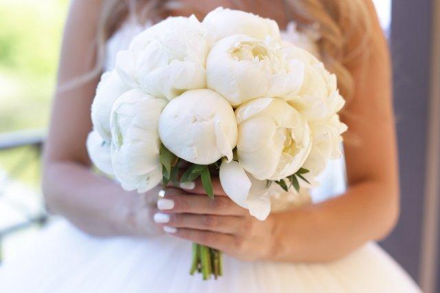 Нежный букет невесты: как подобрать цветы и оттенки - 6