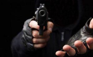 BANI: Grupo armado amordaza familia; le roba dinero y joyas