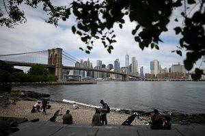 N. York permite grupos de hasta 10 personas por feriado de Los Caídos