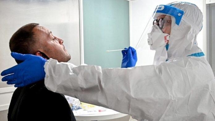 España extiende exigencia de PCR para ingresar de RD y otros 12 países