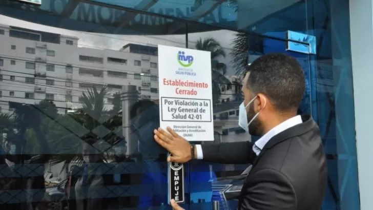 Salud Pública cierra el Centro Médico Monumental tras denuncias muertes