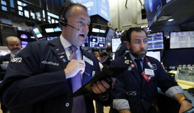 كورونا يهوي بالأسهم ويرفع الدولار ويخرج الذهب من القفص