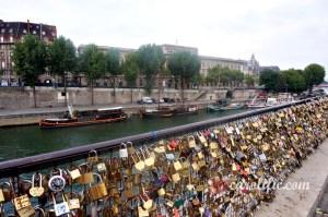 France, Travel, Paris, Europe, Holiday, Summer, Paris Streets, Paris Shops, Paris Streets, Love Locks, Love Locks Paris, Pont des Artes,