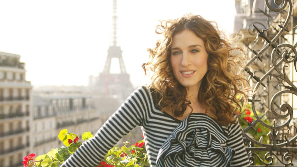 8 Things to do in Paris for Film Lovers including independent cinemas in Paris, Paris film festivals, film locations and film location walking tours in Paris | almostginger.com