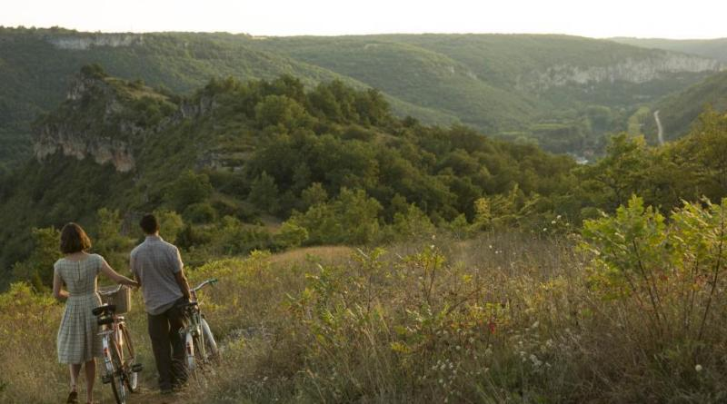 23 Films set in France to watch before visiting | Wanderlust-inspiring French films including Marie Antoinette, A Good Year, The Hundred-Foot Journey plus many others | almostginger.com