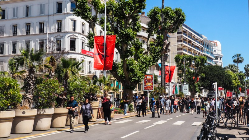6 Things to do in Cannes for Film Lovers including the Star-Studded Walk, Cannes Film Festival, film themed street art, cinemas in Cannes, Cannes filming locations and even a cinema walking tour! | almostginger.com