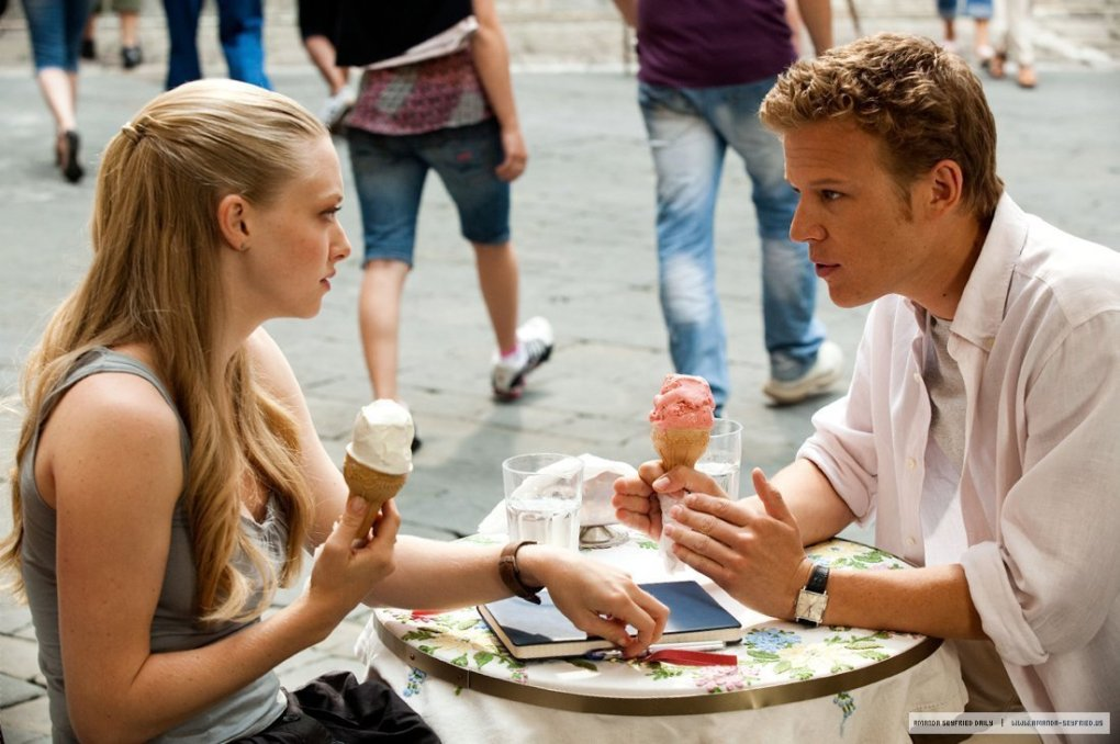 Sophie and Charlie eating gelato in a piazza in Siena, Tuscany as seen in Letters to Juliet (2010