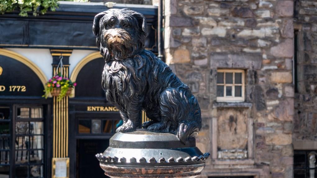 Greyfriar's Bobby statue in Edinburgh