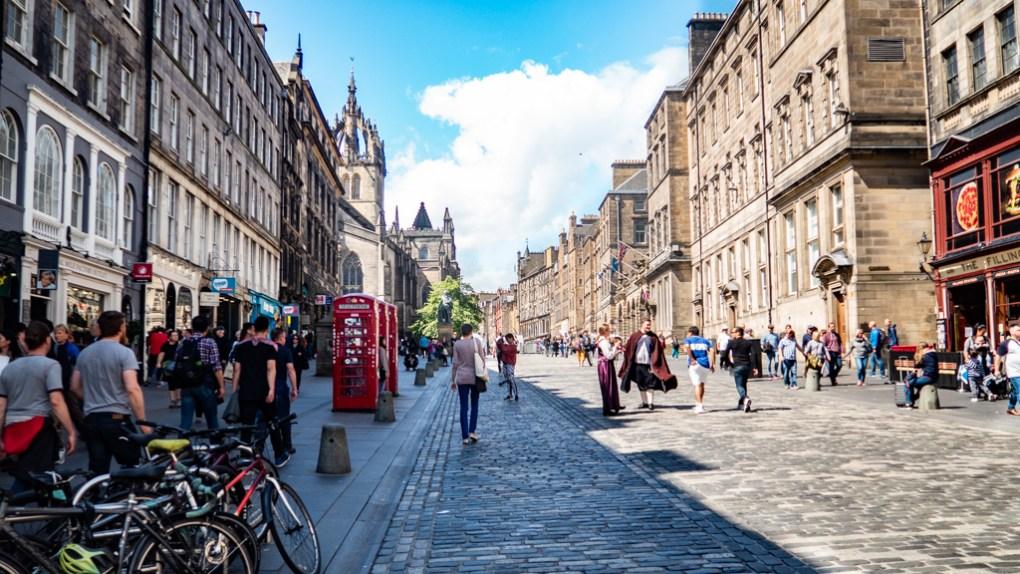 Royal Mile in Edinburgh   3 Days in Edinburgh