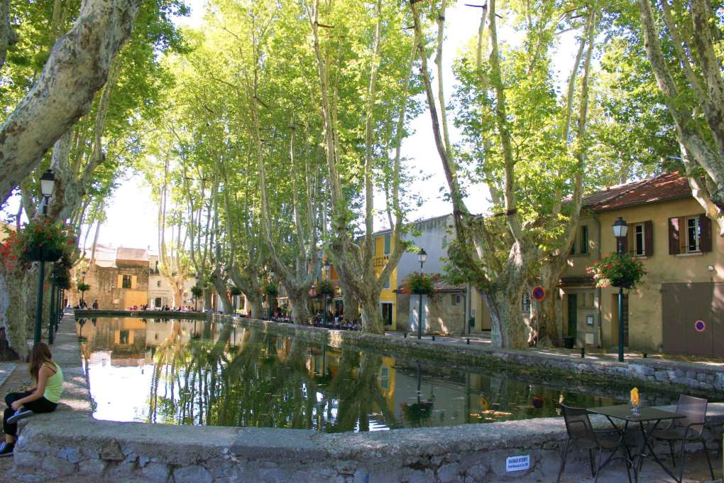 Place de l'Étang om Cucuron, France A Good Year Filming Location
