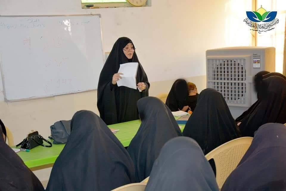 الدورات النسوية في مؤسسة فيض الزهراء( عليها السلام) في مكتب سبع قصور