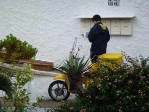 post office mail man, Officina de Correos