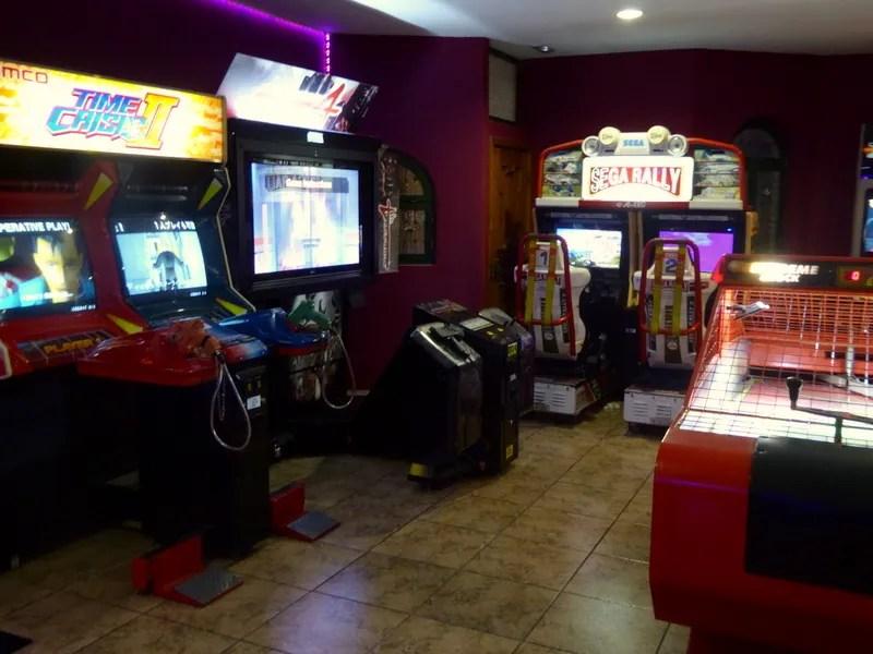 Bowling Alcazar and arcade. Located at the Best Alcazar Hotel on Punta de la Mona La Herradura. Read more on Almunecarinfo.com