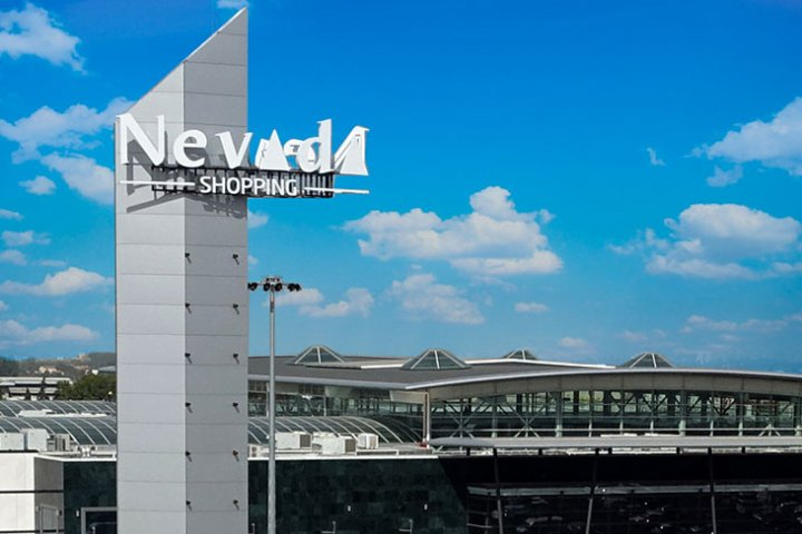 For a complete shopping experience, sometimes you need to visit a big city.  We will describe how to get to the new Nevada Shopping Center in Granada [Centro Comercial Nevada].  With approximately 120,000 square meters of commercial area, and with 200+ stores, numerous restaurants, and an 8-cinema cineplex, there is plenty to see, do, and eat. Read more on Almunecarinfo.com