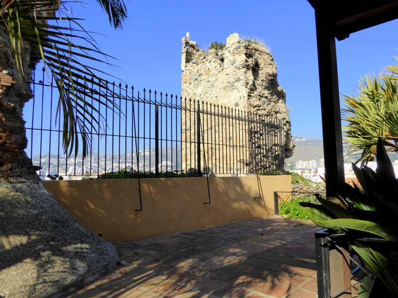 Also from the Nasrid period, is also a massive tower located at the southwest end of the site, built with masonry and stone reinforcements at the corners.