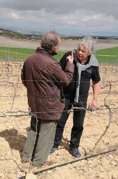 Winemaker Antonio de la Casa (left) discusses the vineyards and the terroir at Bodegas Fontedei's project close to the village of Alhama de Granada with wine journalist Ulf Dalheim.