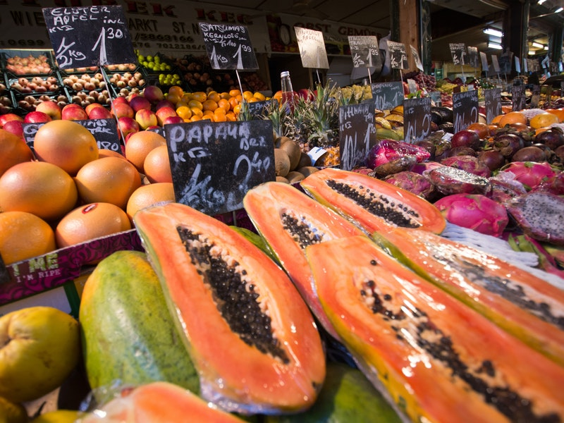 A mouthwatering ripe papaya is so juicy, sweet and few trees can be found in Costa Tropical, but mainly in Malaga.  A large produce company, in Malaga and Almeria, is trying to popularized them in Europe.  This fruit contains papain, which aids in the digestive process, as well as vitamin C, high levels of fibre, lutein, folic acid and antioxidants. Moreover, it's very light and every 100 grams only have 30 calories.