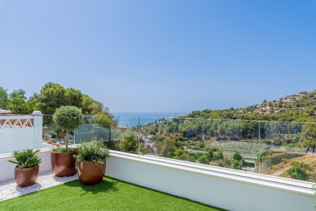 Sea views are available for everyone! Yes, each property has views of La Herradura and the beautiful blue Mediterranean Sea. In addition, you will have views of the nature reserve of Cerro Gordo Natural Park, where you may see wild ram and goats. Sanntonio is located on the west side of La Herradura.