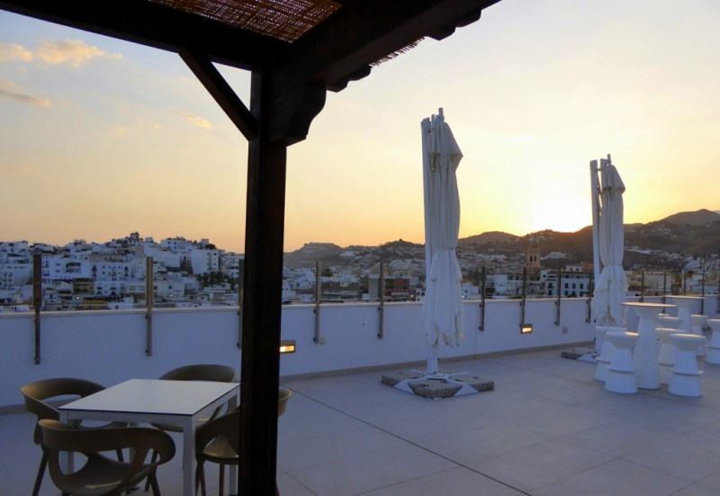 Hotel Bahia Almunecar rooftop bar and terrace. Read more on https://almunecarinfo.com/terrace-restaurants-sky-bar-rooftop-almunecar/