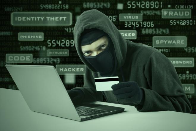 من الجرائم الشائعة سرقة معلومات البطاقات الإلكترونية واستخدامها للشراء عبر الإنترنت