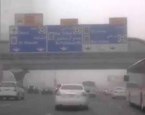 """عواصف وأمطار رعدية تجتاح """" دبي """" وتخفي ملامح برج """"الخليفة """"و """"الإماراتيون """""""