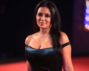 رانيا يوسف تعتذر للجمهور على الهواء