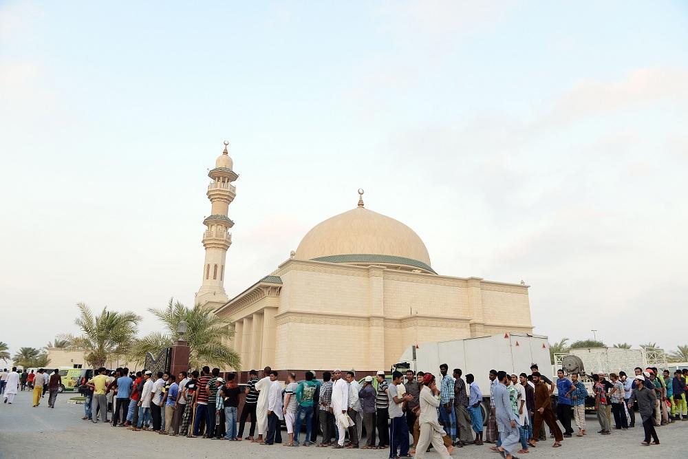 مشروع افطار الصائم مسجد عائشة أم المؤمنين في دبي