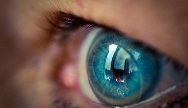 سامسونج تسعى لتطوير عدسات لاصقة ذكية تعتمد