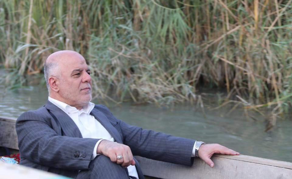 بالصور.. العبادي يركب القارب في أهوار الناصرية