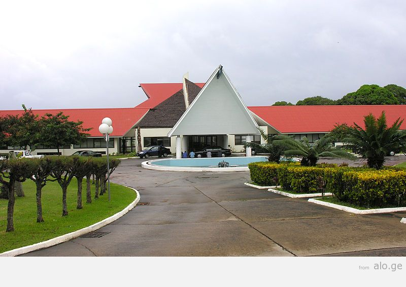 800px-Vanuatu_Parliament,_Port_Vila_-_Flickr_-_PhillipC