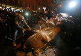 ukraynanin-baskenti-kievi-lenin-heykeli-ozgurluk-partisi-haber-haberler-655974h