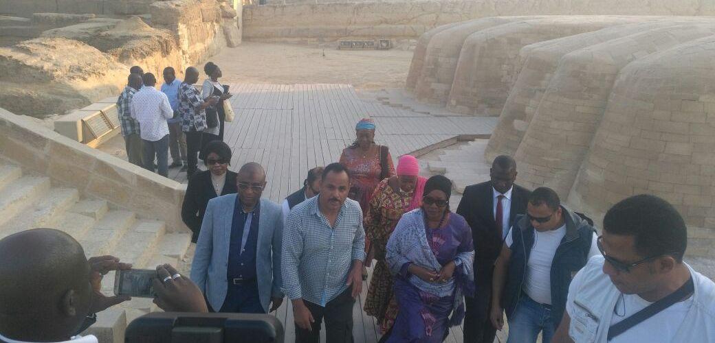 وزارة الآثار: حرم رئيس غنيا تزور منطقة الاهرامات اليوم