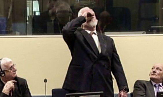 مشهد تاريخى..القائد العسكري السابق لكروات البوسنة يقتل نفسه ابلسم أثناء محاكمته أمام الجنائية الدولية