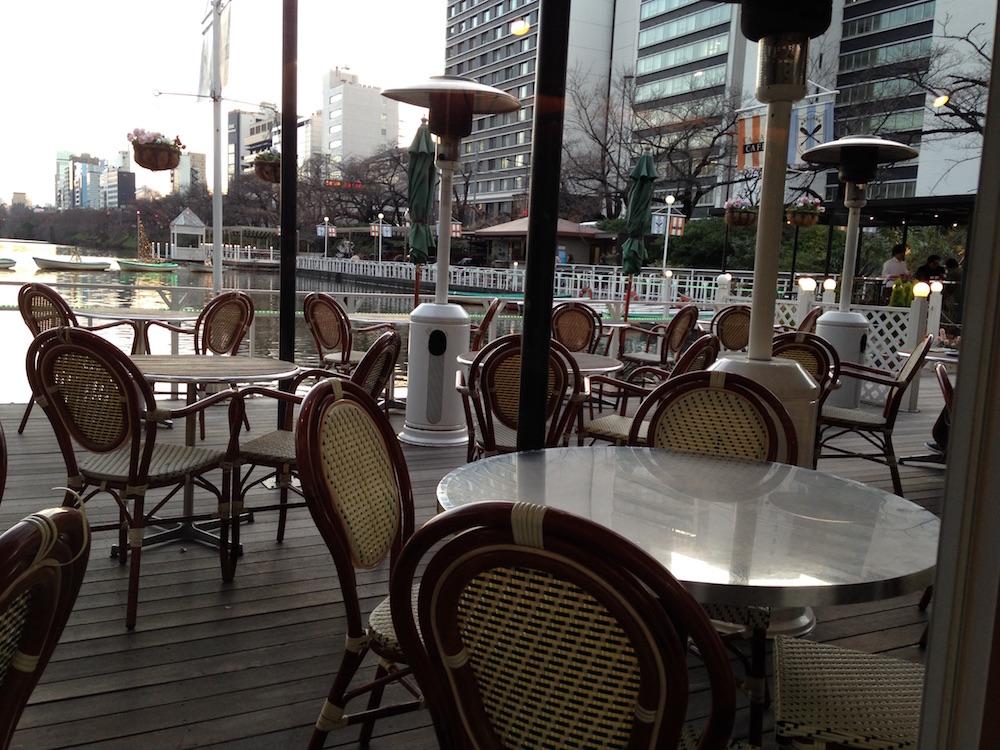 神楽坂エリアのカフェ(カナルカフェ)店内
