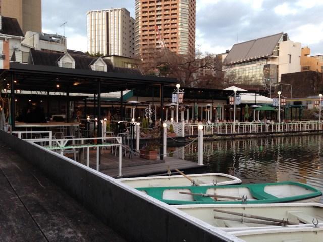 神楽坂エリアのカフェ(カナルカフェ)外カウンター