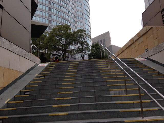 クレームデラクレーム(六本木ヒルズ店・階段)